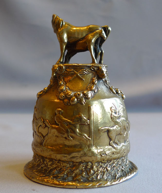 Fratin Animalier bronze and bell metal handbell with horseracing scene around it.
