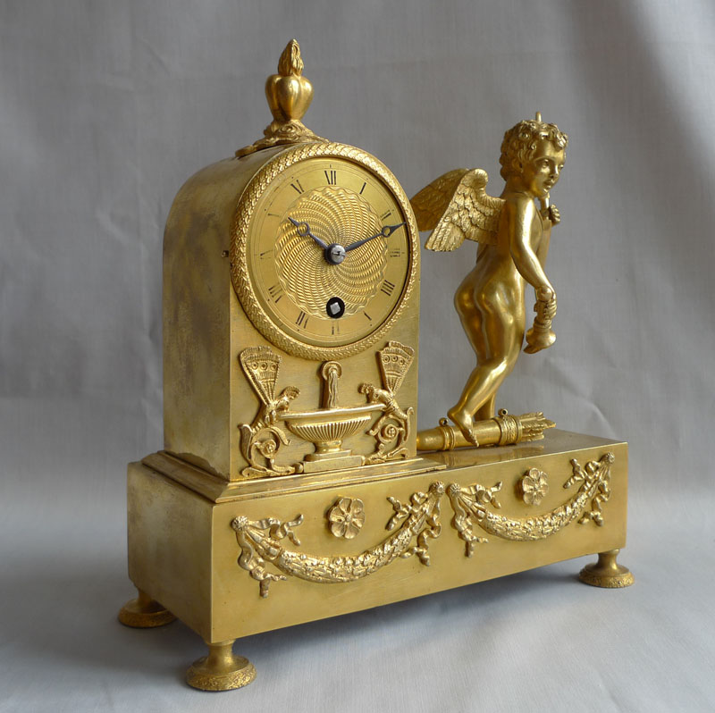 Antique mantel clock French Empire in ormolu and of small size.