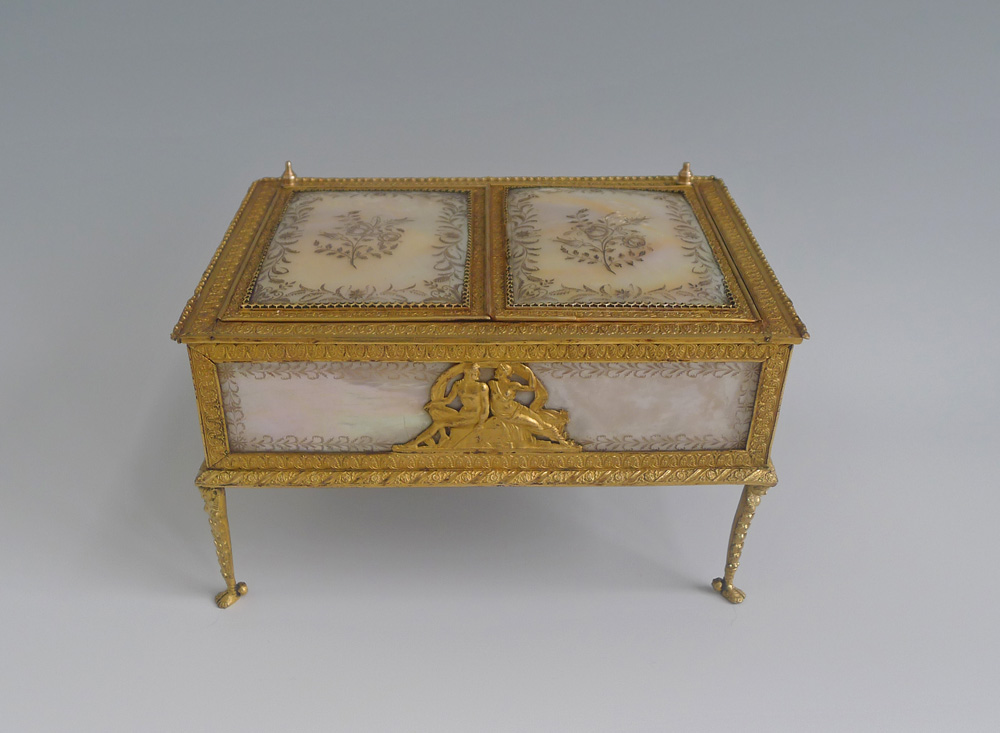 Antique Palais Royal music box and neccesaire in mother of pearl and gilt bronze.