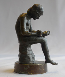 Grand Tour antique bronze of boy with thorn in foot known as Spinario.