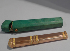 Gold, shagreen cased etui late 18th or early 19th century..