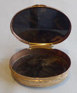 Oval agate and gilt bronze patch or pill box, possibly 18th century.