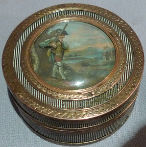 18th century tortoiseshell and gilt bronze snuff box with hunting automaton to lid.
