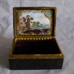 Antique English George III Rococco pressed tortoiseshell, ormolu, Bilston/Battersea enamel snuff box