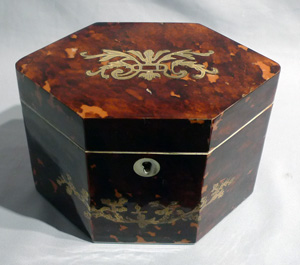 Antique tortoiseshell and brass inlaid tea caddy.