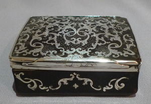 Antique silver, tortoiseshell and silver pique 18th century English snuffbox with piecrust hinge.
