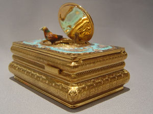 Singing bird automaton musical box in gilt bronze and enamel.
