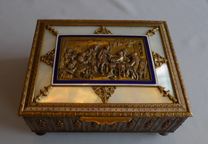 Antique musical jewellery box in gilt bronze, enamel and mother of pearl ( palais royal), French.