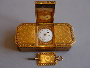 Antique three colour gold snuff box with fusee timepiece and three colour gold key.