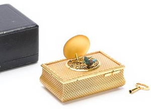 Singing bird box in gilt bronze by Flajoulot with original travelling case with key.