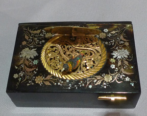 Antique Bontems singing bird box in Tortoiseshell with piquet work in shell, gold and silver.