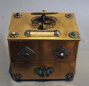 Singing bird box automaton most unusually with jewelry box.